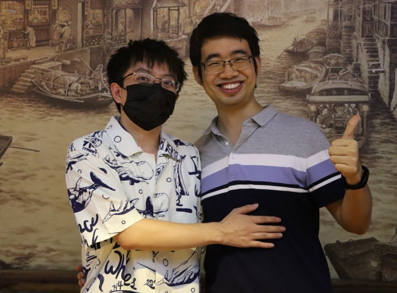 Liang Xu is so convinced by the arrangement of a million big V's that he takes a picture with a beautiful lady